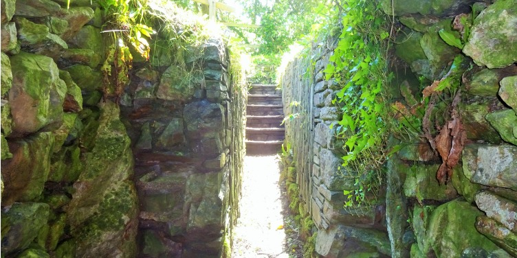 an image of the entrance to Halliggye Fogou, an underground passage in Cornwall