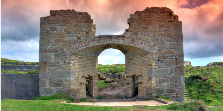 an image of a building from the disused Geevor Tin Mine